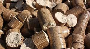 Laporan praktikum pelet kayu akasia daun lebar (Acacia mangium Wild) memiliki 5 tujuan umum yaitu: 1. Untuk mengetahui kerapatan pelet kayu dari serbuk gergajian akasia daun lebar. 2. Untuk mengetahui kadar air yang terkandung pada pelet kayu dari serbuk gergajian akasia daun lebar. 3. Untuk mengetahui kadar zat mudah menguap (ZMM) pada pelet kayu dari serbuk gergajian akasia daun lebar. 4. Untuk mengetahui kadar abu pada pelet kayu dari serbuk gergajian akasia daun lebar. 5. Untuk mengetahui kadar karbon terikat pada pelet kayu dari serbuk gergajian akasia daun lebar.