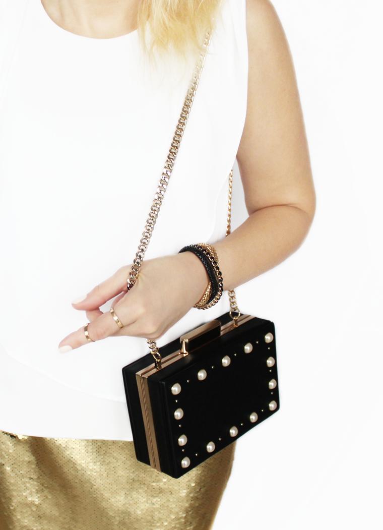 Nowości w mojej garderobie i nie tylko Czarna torebka z perłami na złotym łańcuszku Zara
