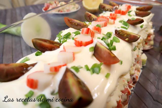 Lasaña fría de surimi y aguacate