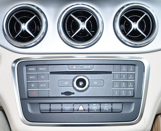 Mercedes GLA 200 trang bị Bảng điều khiển thiết kế tiện lợi và bắt mắt