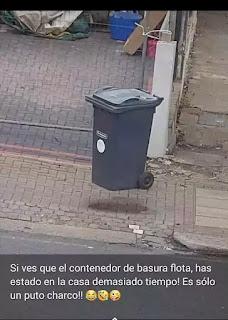 Contenedor de basura que parece que está flotando