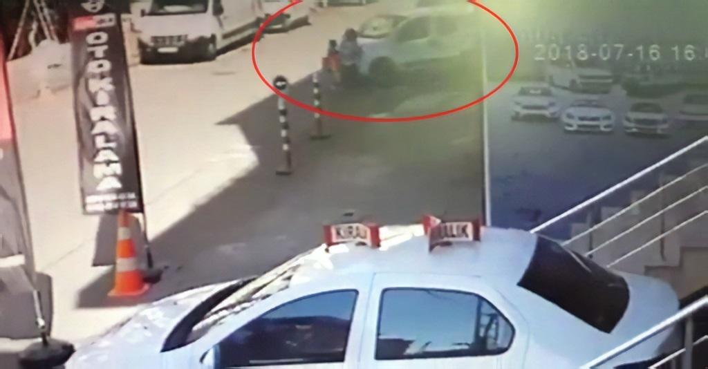 Dikkatsiz sürücü anne ve çocuklarını ezdi!