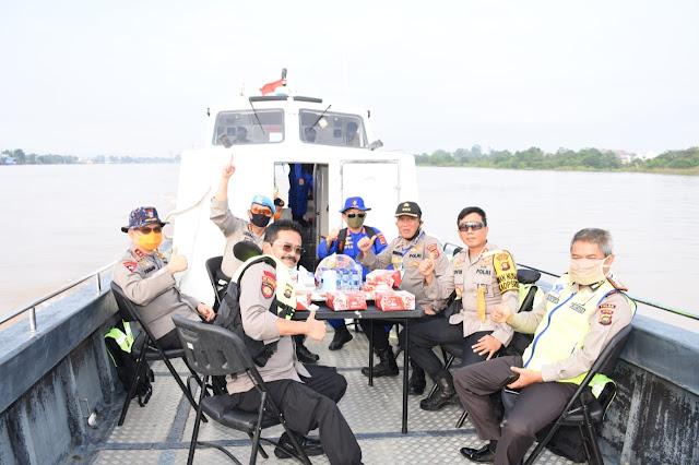 Kapolda Jambi Pantau Situasi Kamtibmas Wilayah Perairan Sungai Batanghari Dari Angso Duo Sampai Ke Kampung Laut
