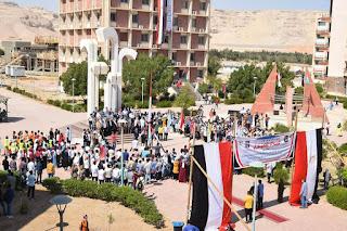 بالسلام الوطني وتحية العلم جامعة سوهاج تبدأ معسكرها السنوي لاستقبال 70 الف طالب وطالبة