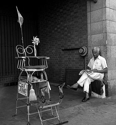 http://martinelkort.com/wp-content/gallery/new-york-beyond/shoeshine_1948.jpg