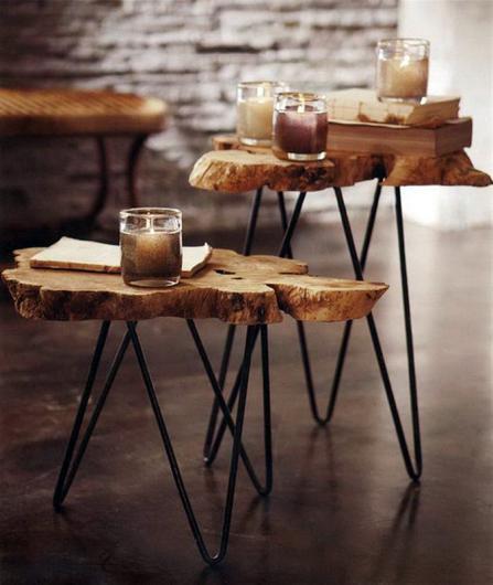طاولات خشبية صلبة ومصابيح الطاولة