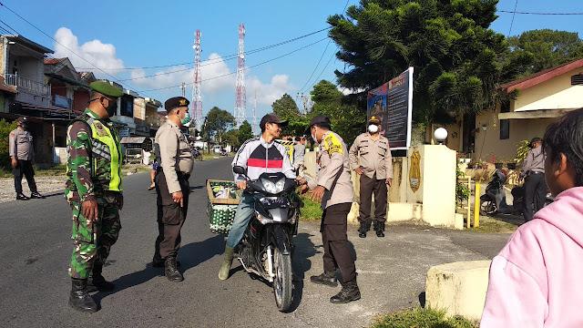 Dalam Rangka PPKM Skala Micro, Personel Jajaran Kodim 0207/Simalungun Bersama Personel Polsek Laksanakan Operasi