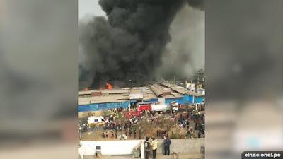 """SJL: voraz incendio consume mercado """"La Cachina"""" en Canto Grande"""