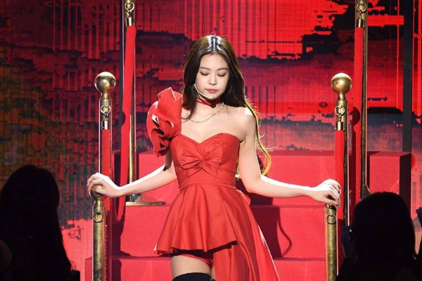 Penampilan Jennie BLACKPINK di Gaon Chart Music Awards 'Sindir' Dispatch dan Haters?