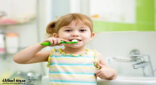 تسوس الأسنان عند الأطفال سنتين وثلاث سنوات.