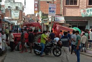 शौचालय की टंकी का टैंकर मेडिकल की दुकान में घुसा, पाइप फटने से लाखों का नुकसान | #NayaSaveraNetwork