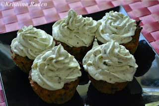 Nettle bacon cupcakes with wood sorrel frosting
