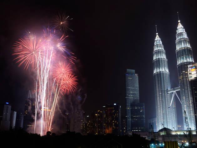Sambutan 'New Year' untuk Merai Longgokan Sampah