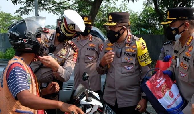 Tinjau Pelaksanaan PPKM, Kakorlantas Polri Kunjungi Posko Penyekatan di Jayanti