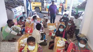 जन साहस और प्रयास संस्था ने खंड के प्रवासी मजदूर को बांटा राशन किट