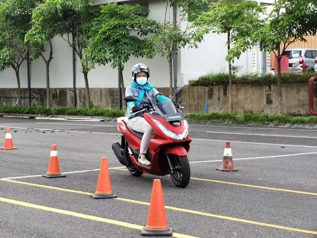 tips mengendarai motor matic di jalan raya bagi pemula