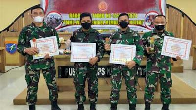 Dandim 1202 Singkawang Terima Tropi Juara III Lomba Karya Jurnalistik TMMD Regtas ke-111 2021