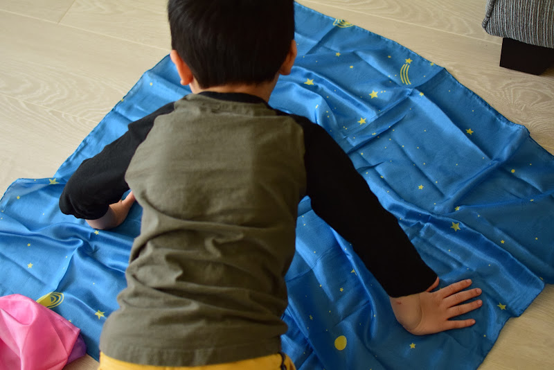 SARAH'S SILKS AS LANDSCAPES FOR IMAGINATIVE PLAY