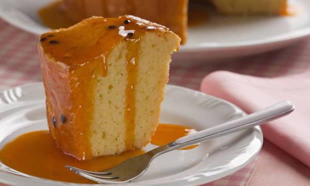 Receita de Bolo cítrico de laranja e limão com calda de maracujá