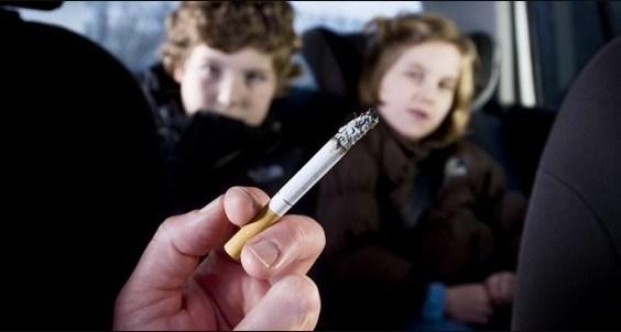 Έναν μήνα αφαίρεση διπλώματος και πρόστιμο 1.500 ευρώ στους καπνιστές οδηγούς