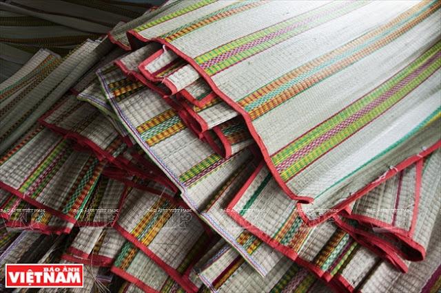 Chiếu cói Phú Tân rất được các khách hàng ưa chuộng.