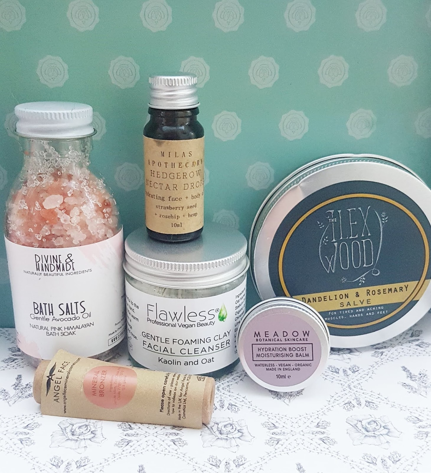 The Natural Beauty Box Review - Summer Glow Plastic Free