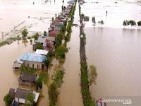 Dari Atap Rumah Terlihat Korban Melambaikan Tangan Minta Tolong Saat Diseret Banjir di Kalimantan Selatan
