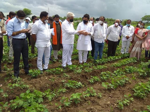 शेतकऱ्यांच्या बांधावर कृषी तंत्रज्ञान पोहचवा- कृषीमंत्री भुसे