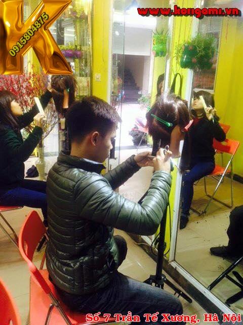 tiết học tạo mẫu tóc tại Korigami Hà Nội