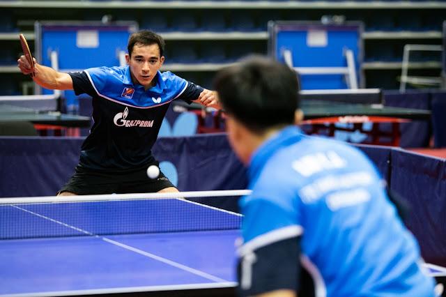 Hugo Calderano e Lin Yun-Ju em mesa de tênis de mesa