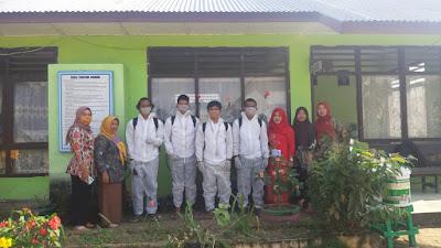 Kolaborasi Tim KKN XV UBB desa Ibul X BPBD Belitung, lakukan penyemprotan Disinsfektan ke sekolah sekolah.-wisataibul.com