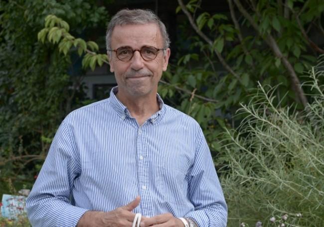 """""""L'opinion des fachos, je m'assieds dessus...!"""" : le maire écolo de Bordeaux ne fera pas de consultation sur le sapin de Noël"""