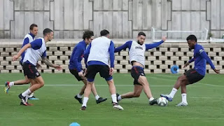 Atletico Madrid train with groups of 14 players