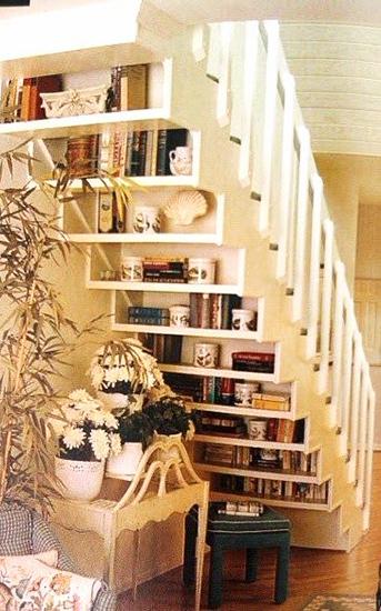 solution gain de place étagères sous marches escalier