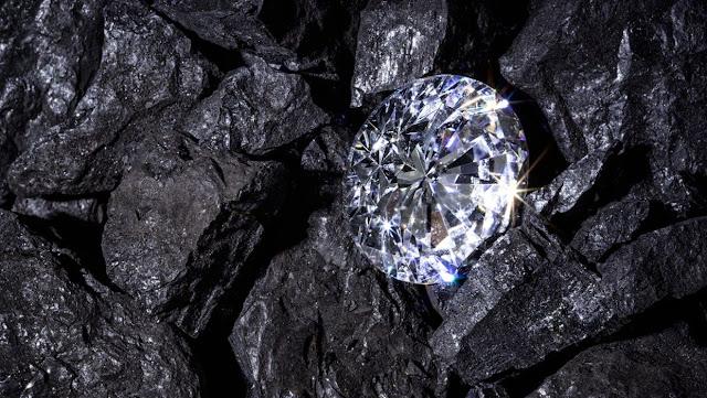 Più duro del diamante: gli scienziati cinesi sviluppano il vetro più forte del mondo