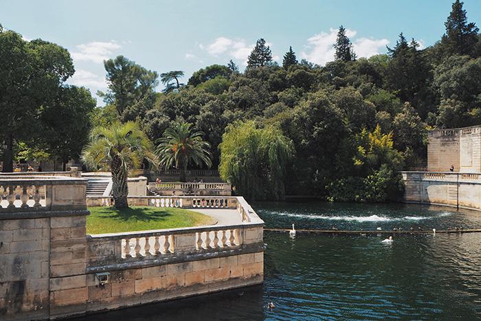 La source dans les jardins de la fontaine à Nîmes