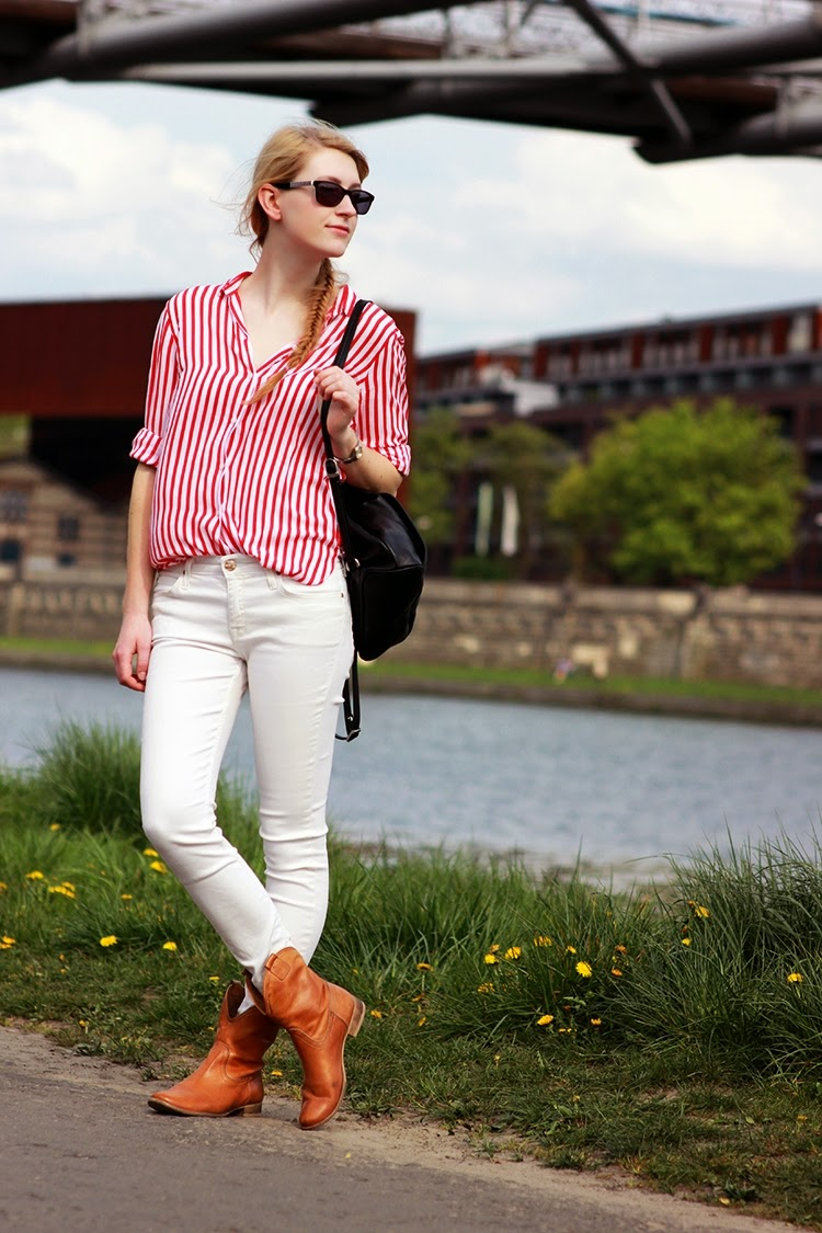 LOOK OF THE DAY: Spring look SimplyTheBest Blog written and created by Ewa Sularz zara lee prima moda tkmaxx shirt stripes red white boots backpack black outfit fashion OOTD