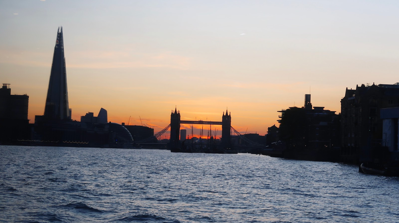 bateaux cruise london, dinner on the thames london, bateaux cruise review, london river cruise, buyagift river cruise