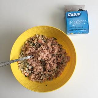 Tomates rellenos de ensaladilla de quinoa y atún
