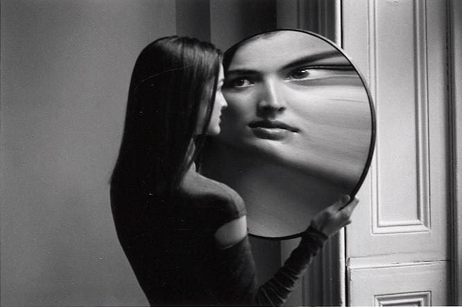 elena 39 s blog the magic power of a mirror. Black Bedroom Furniture Sets. Home Design Ideas