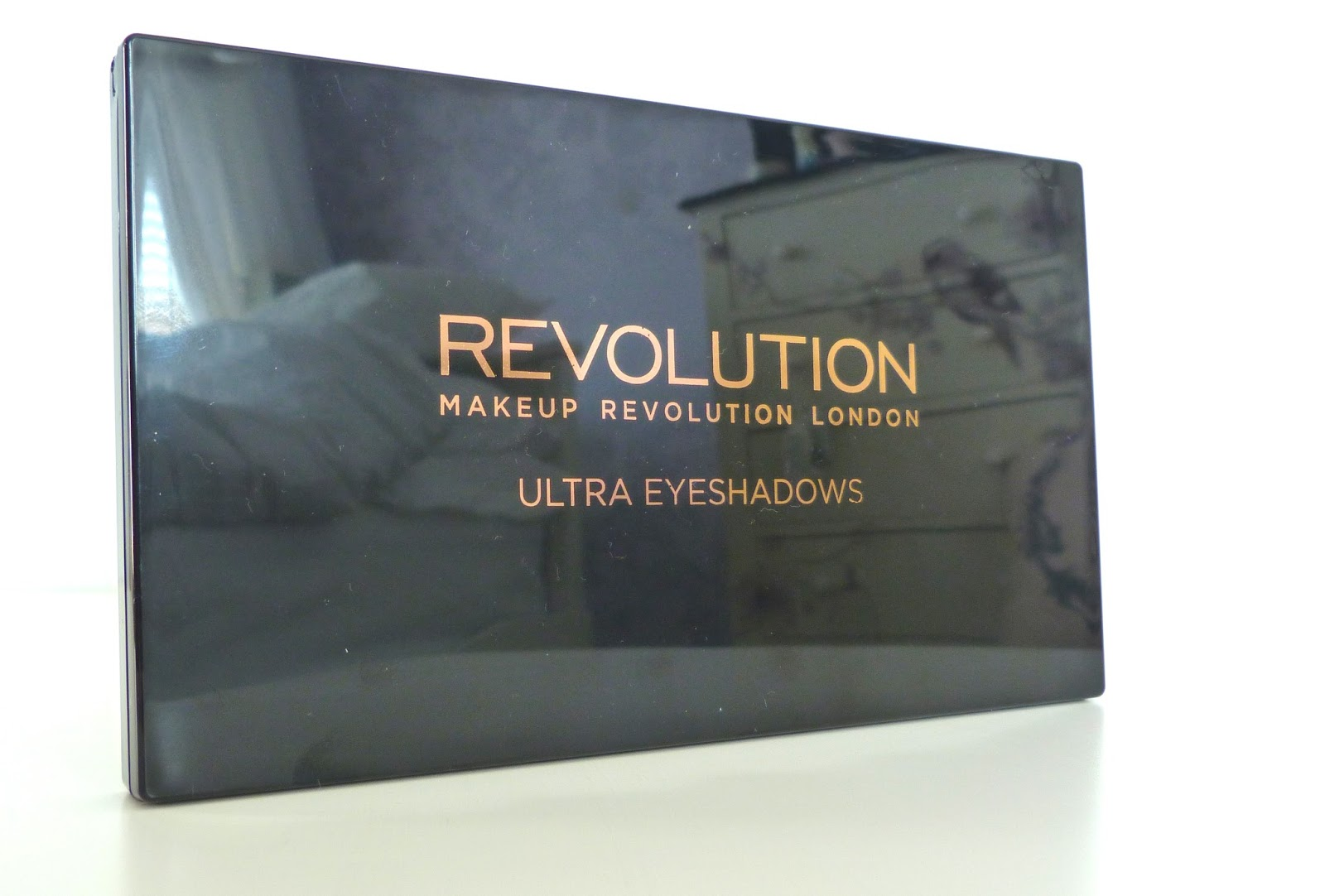 an image of makeup revolution flawless palette