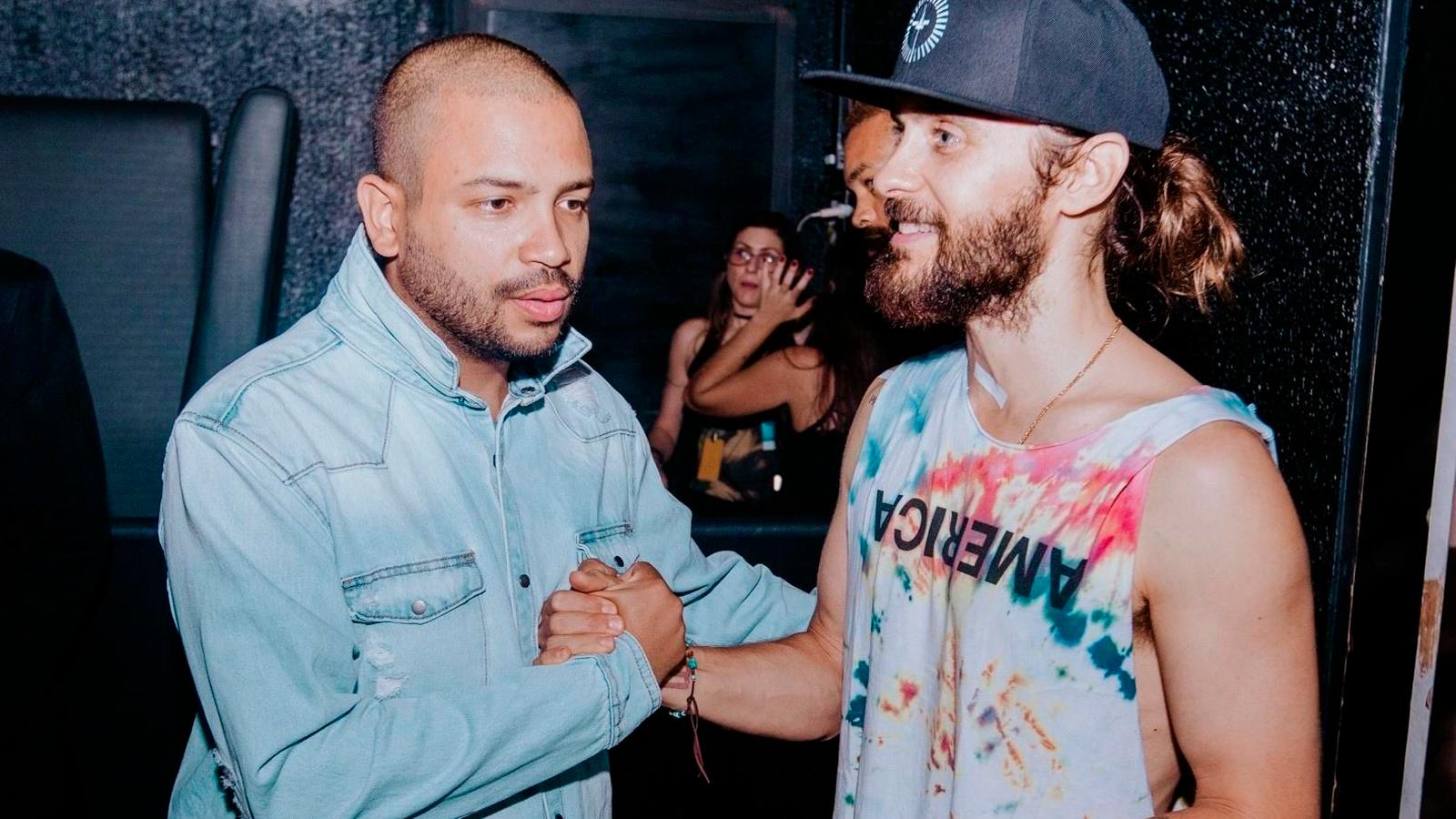 Não é de hoje que Jared Leto e sua trupe parecem chegados no som de Projota: em 2017, o brasileiro participou do show da banda no Rock in Rio.
