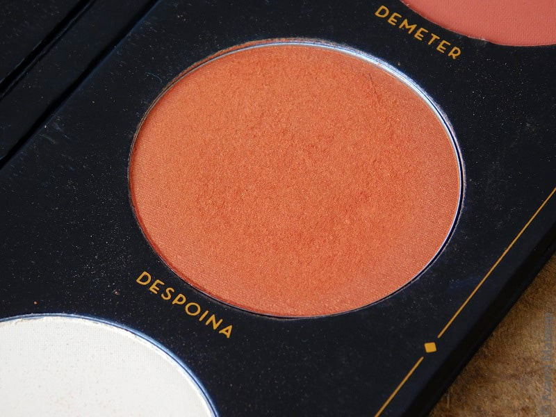 Zoeva Cosmetics | Aristo Face Blush Palette Review & Swatches - Matte Highlighter - Duochrome Orange Blush - Highlighter for Dark Skin - Avis - Offline - Premiere - Sweet Glamour