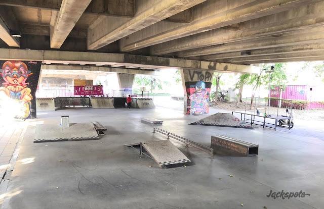 Pink skate park Bangkok Somdet Saranrat Maneerom