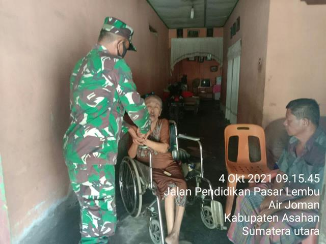 Bentuk Perhatian Personel Jajaran Kodim 0208/Asahan Jenguk Warga Desa Binaan Yang Sakit Menahun