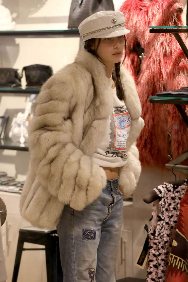 Bella Hadid out shopping in Aspen, December 27, 2016.