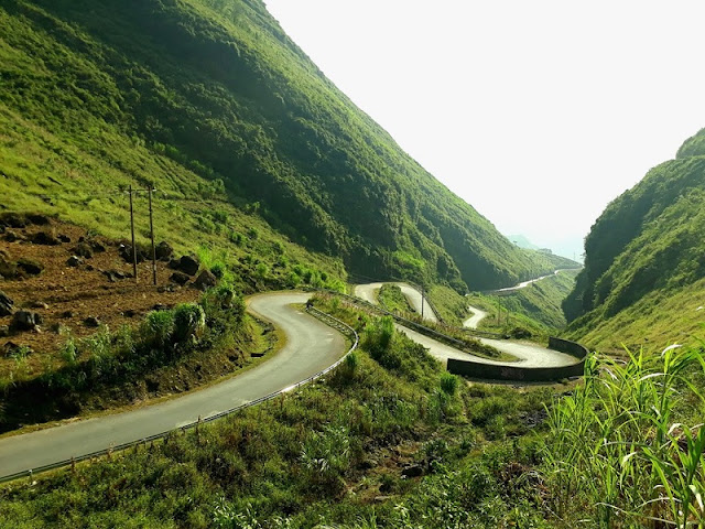 Experience spectacular road stretches in Ha Giang 1