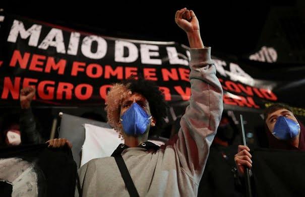 Warga Kulit Hitam Brasil Memprotes Rasisme