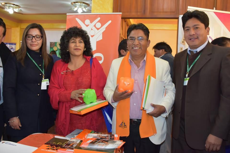 La presidenta de CAINCO - El Alto Cristina Soto y el gobernador Félix Patzi