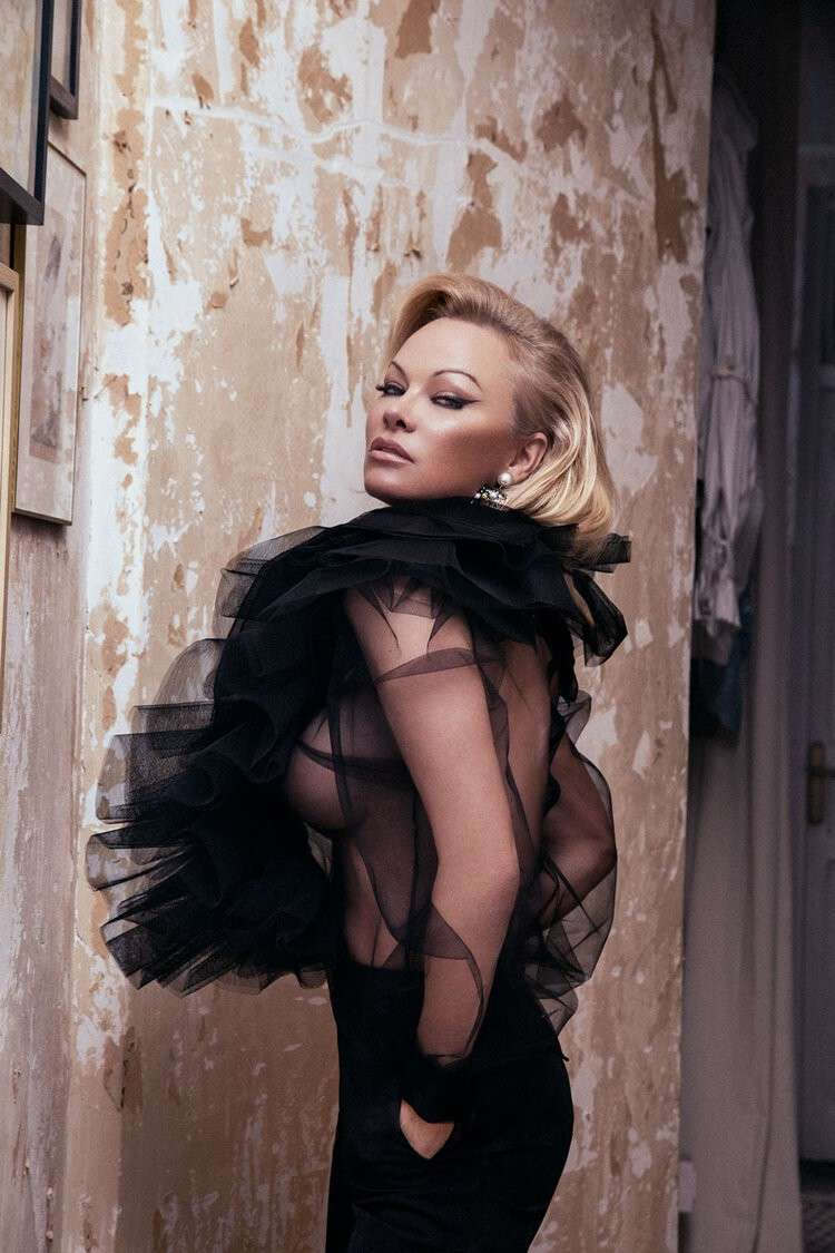 Pamela Anderson Latest Sexy Photo Gallery